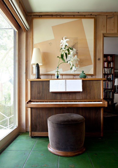 Haven't seen striped piano before. It reminds me of bamboos and with the green floor ti has something exotic. Source: Mariko Reed