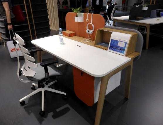 Nowy Styl Group - Customize your desk as you like. I love all these choices