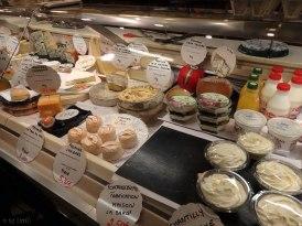 V.Hugo market_cheeses